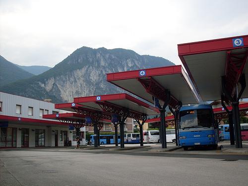 stazione-corriere-riva-4796850851_9678de8f1d.jpg