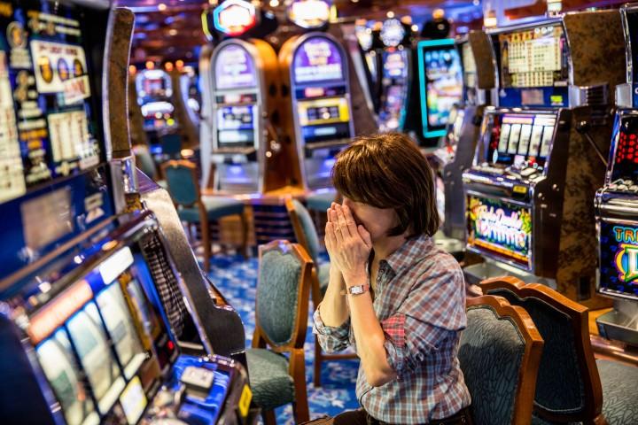 Gioco-azzardo-donna-casino-720x480