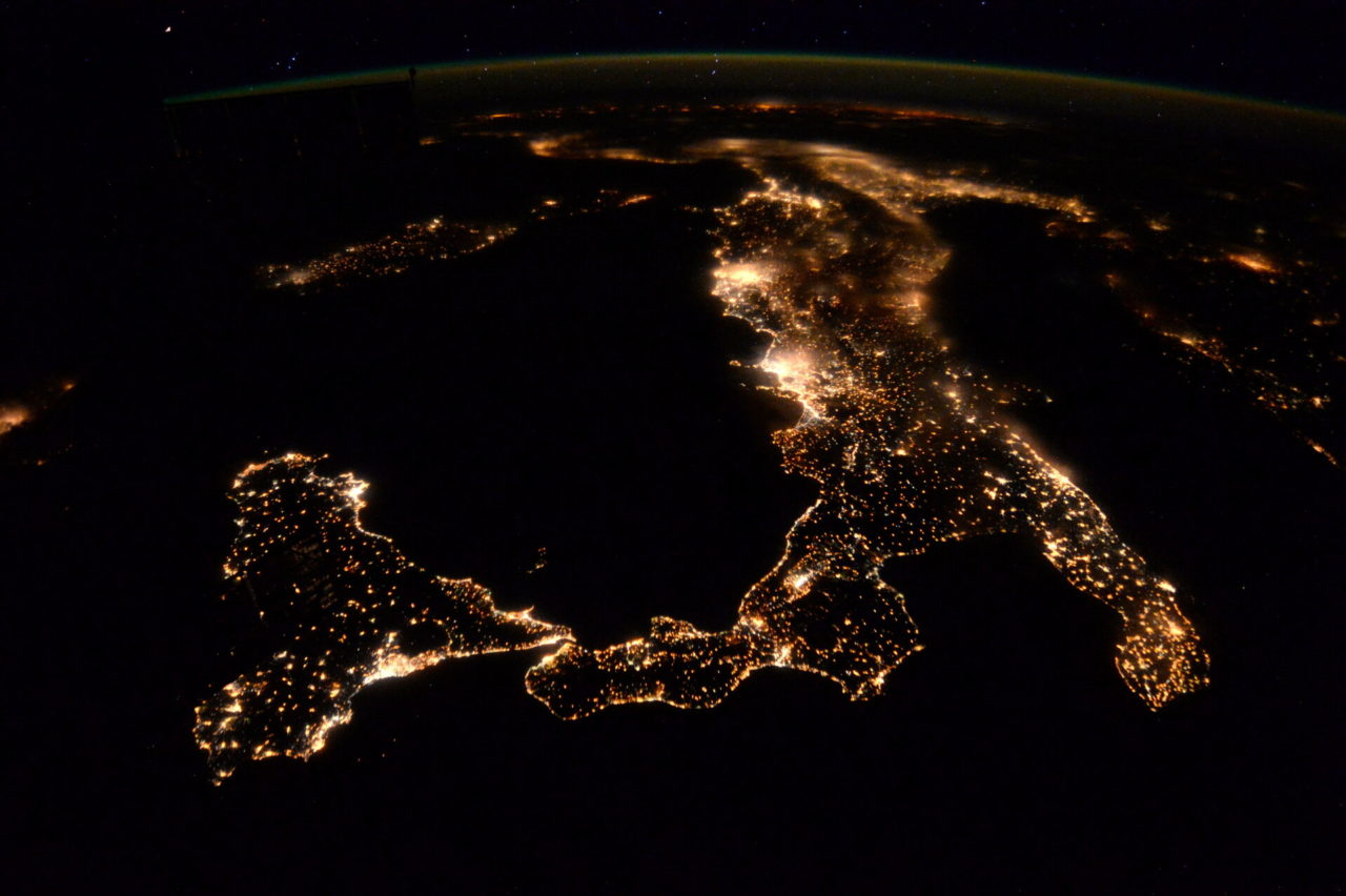 Italy_at_night_pillars-1280x852.jpg