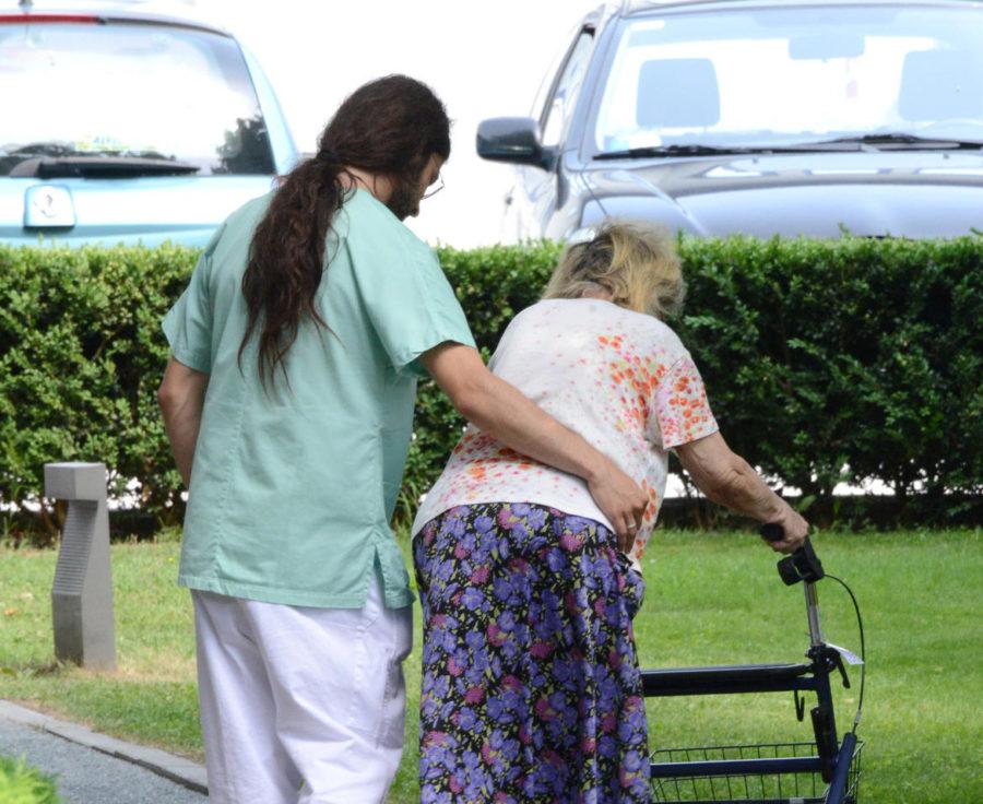 operatori-socio-sanitari-anziani-e1586160450305.jpg