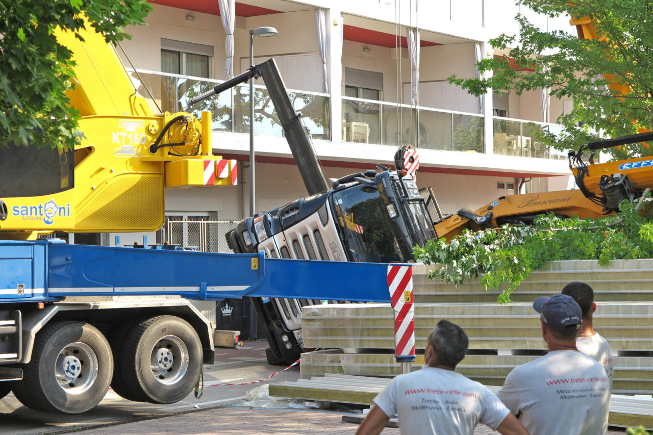 072920IMG_2722 ARCO GRU RIBALTATA VIA POMERIO LAVORI CASA CURA REGINA