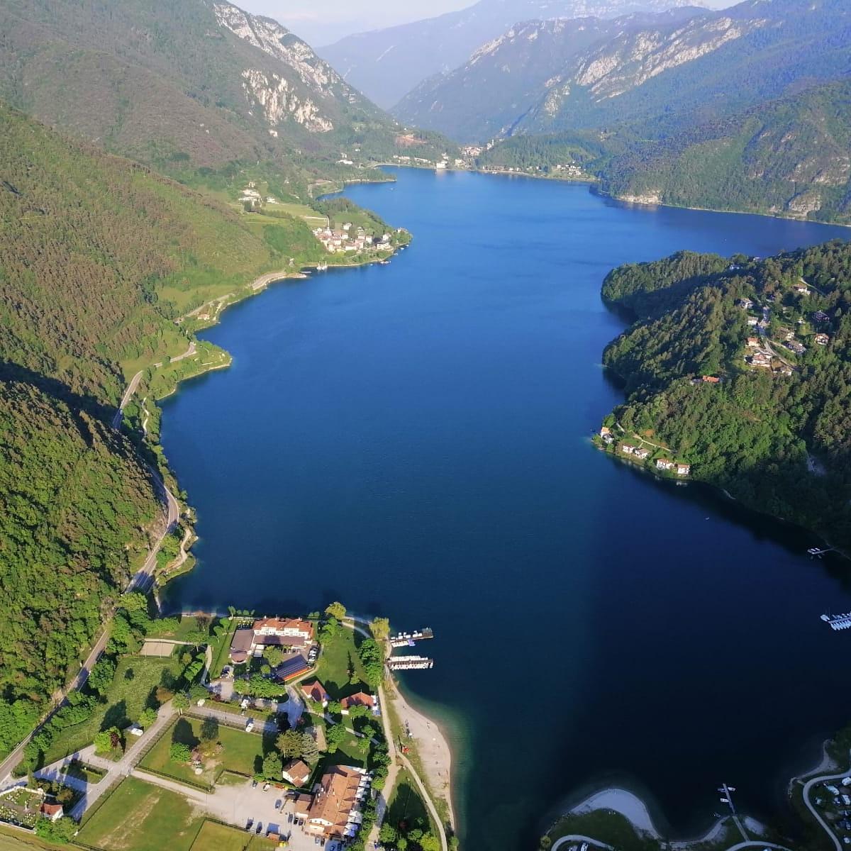 Il lago di Ledro dall'alto