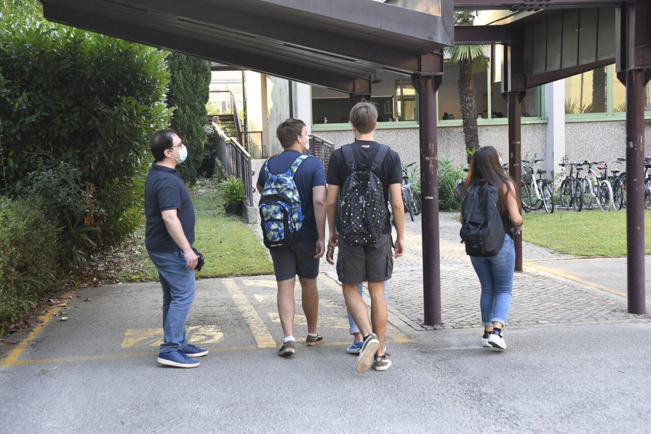 20200914_DSC1310-RIVA-INGRESSI-STUDENTI-PRIMO-GIORNO-SCUOLA-LOCEO-MAFFEI-PREVENZIONE-COVID-1280x853.jpg