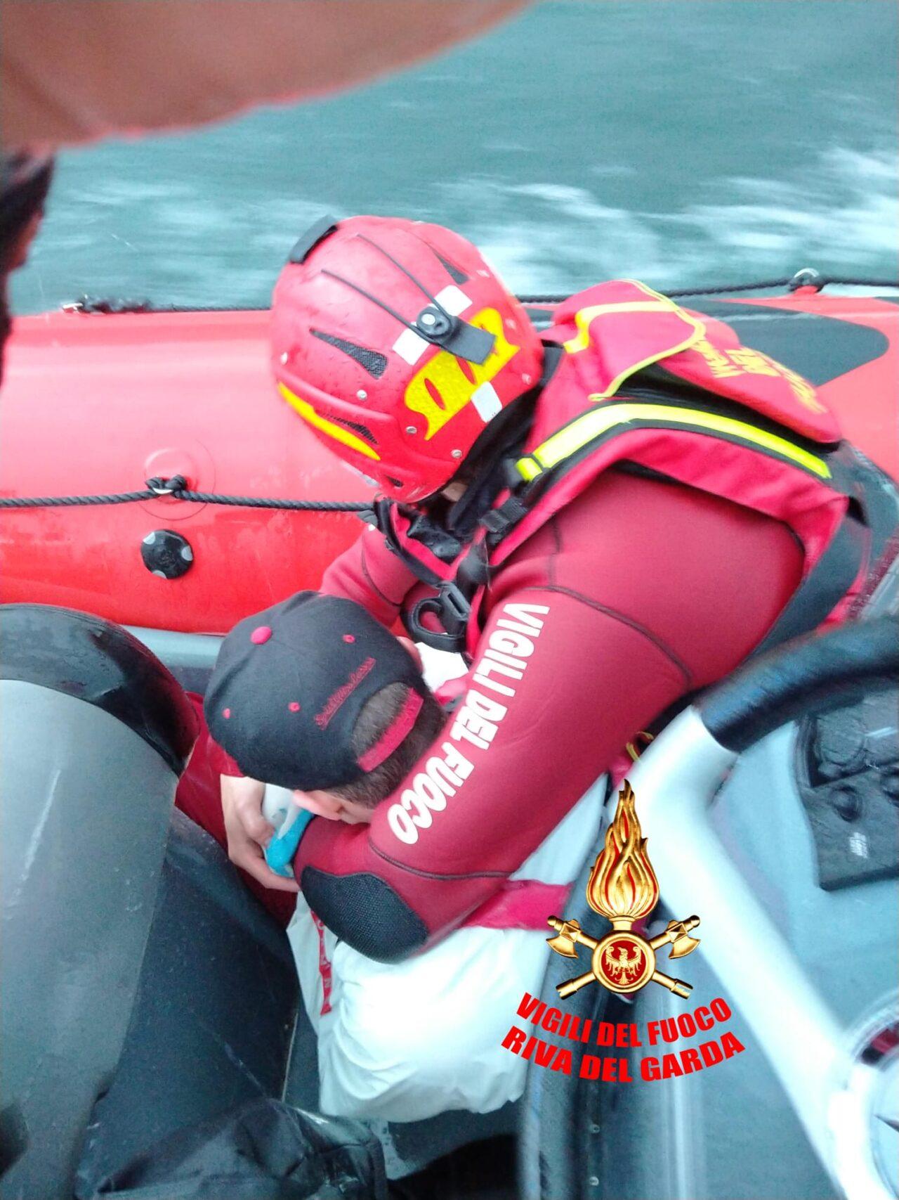 soccorso surf guardia costiera garda foto 5 vvf