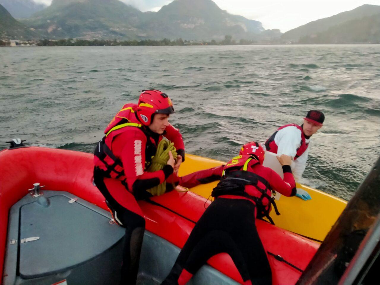 soccorso surf guardia costiera garda foto 6 vvf