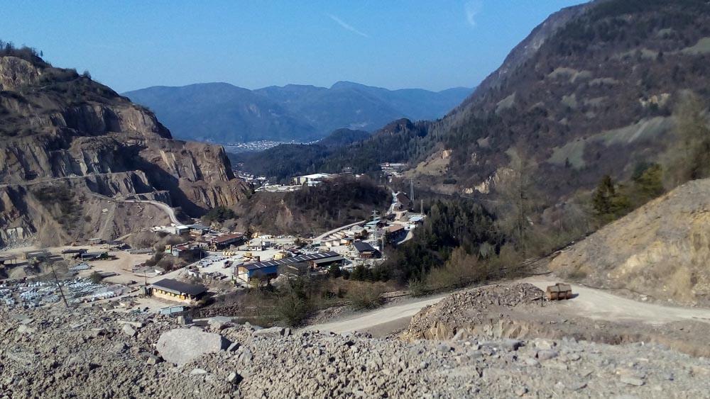 PORFIDOCave di porfido - zona estrattiva di Pianacci di Lases - marzo 2016