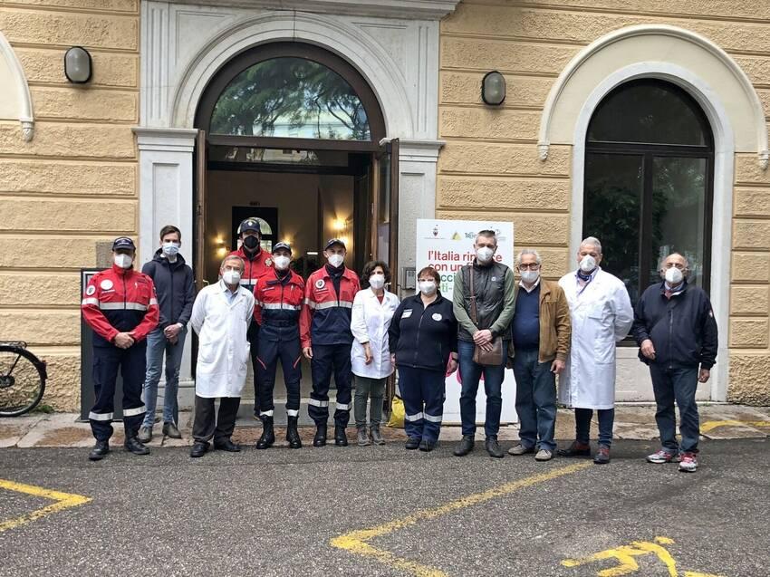 Centro-vaccinale-l-amministrazione-comunale-in-visita