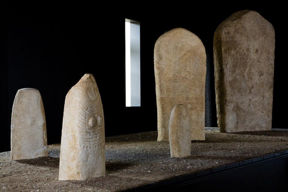 MAG-Archeologia-Statue-Stele-Ph-Pierluigi-Faggion-e1631031119838.jpg
