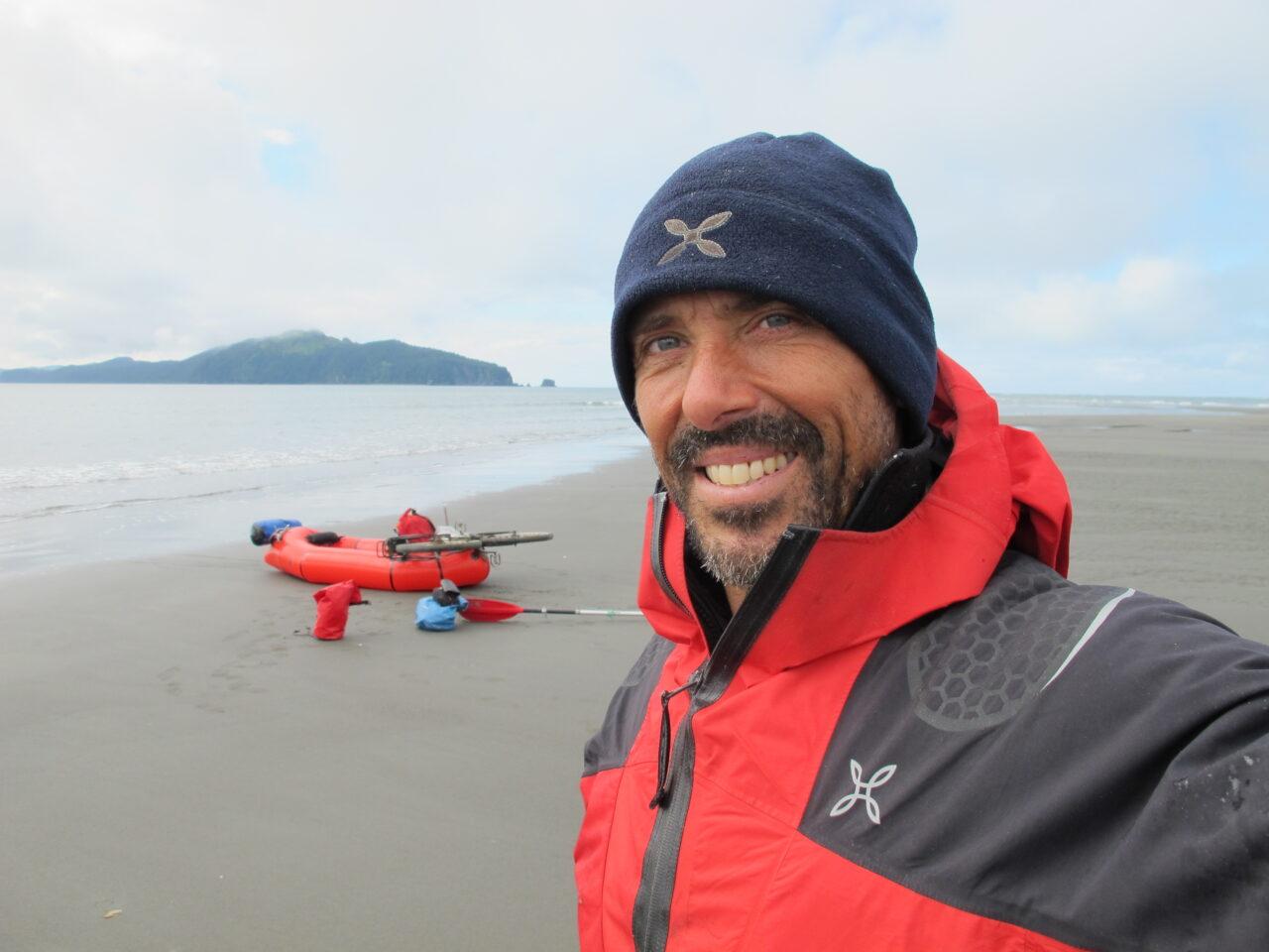 MAURIZIO-DORO-Alaska-2011-ATRAVERSATA-DELLA-COSATA-SUD-PER-500-KM-IN-MTB-E-CANOTTO-1280x960.jpg